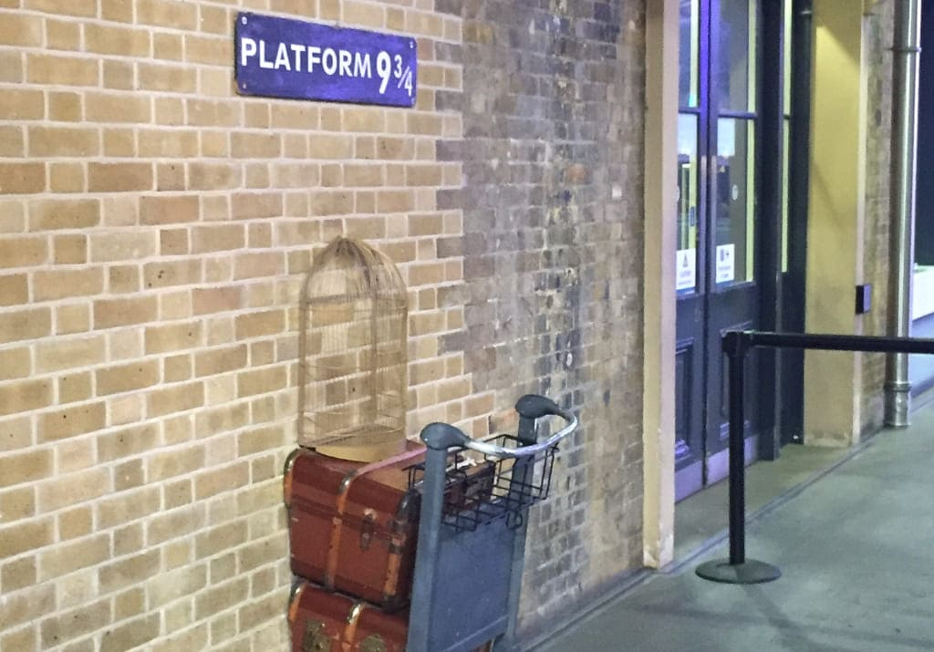 Kings Cross Platform 9 3/4 Harry Potter London